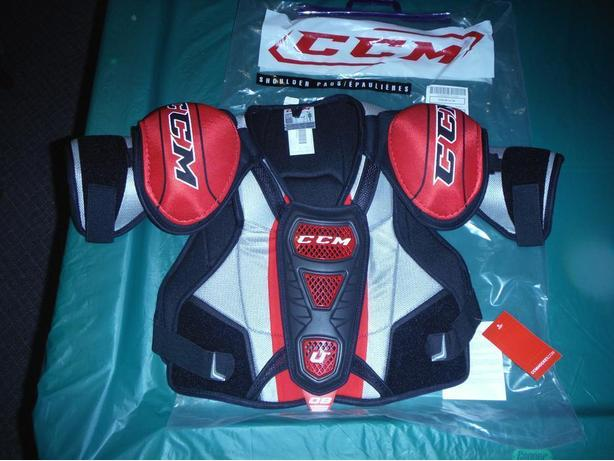 CCM U+08 shoulder pads