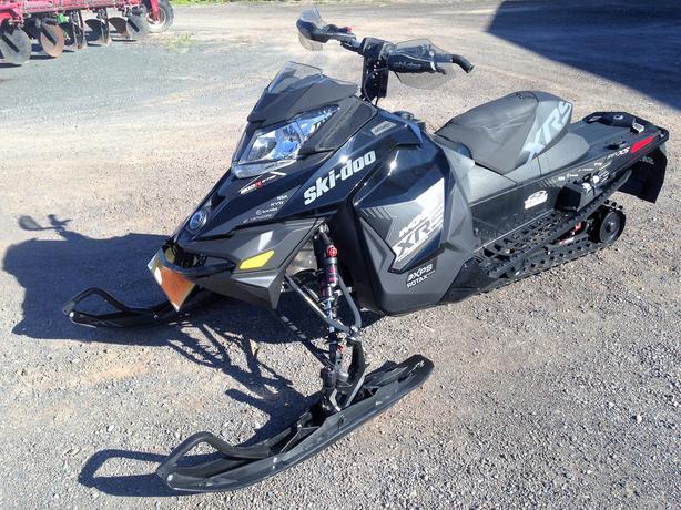 2016 MXZ XRS 800 E-Tec Ski-Doo