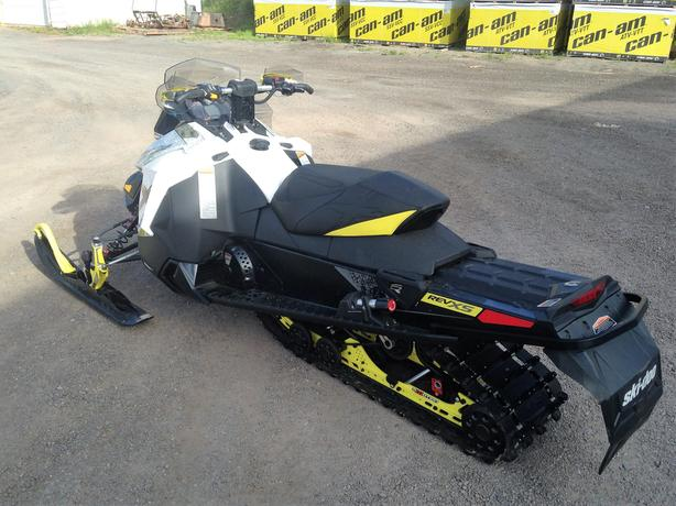 2016 MXZ X 1200 Ski-Doo