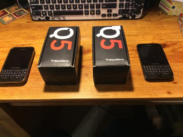 Koodo Black Berry Q5 Cell Phone with case
