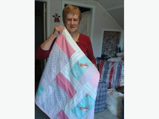 Quilts, Placemats, Baby Bibs - home made ($10-$300)
