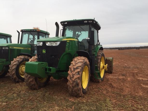 2013 John Deere 7230R Tractor