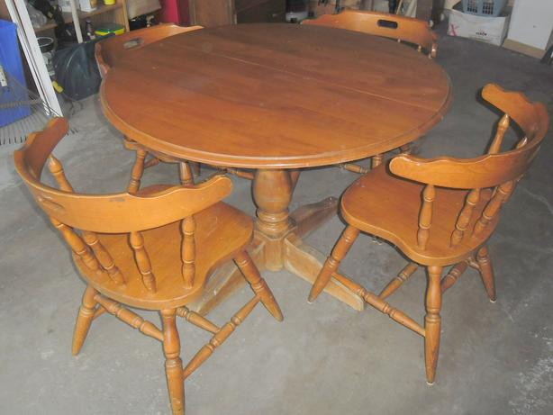 Dining / Kitchen Table & 4 Chairs