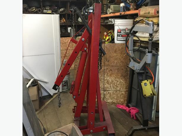 Big Red 2 ton hydraulic engine hoist