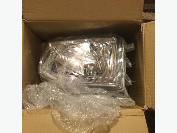Nissan Pathfinder Headlight 1999-04