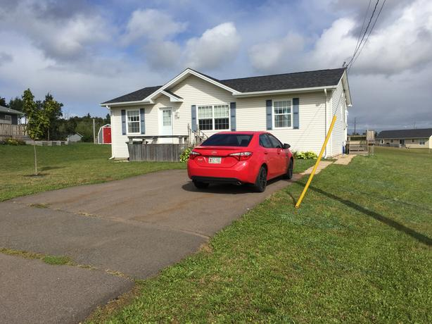 Minutes from downtown, 3 bdrm, 2bath 7year old home