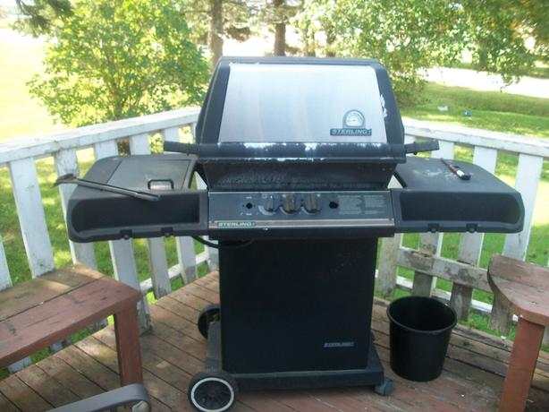 REDUCED STERLING BBQ IN GOOD CONDITION ASKING $30 OBO
