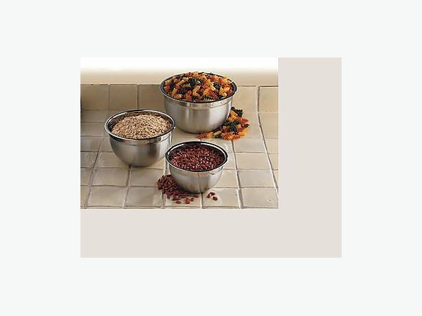 3 piece Paderno stainless steel mixing bowls. NEW!