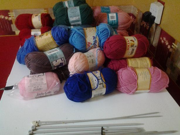 31 balls of yarn and 10 sets of knitting needles