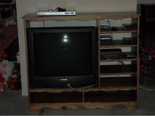 Panasonic  32'' tv  + h wood stand  + dvd player  +  12-14 movies .