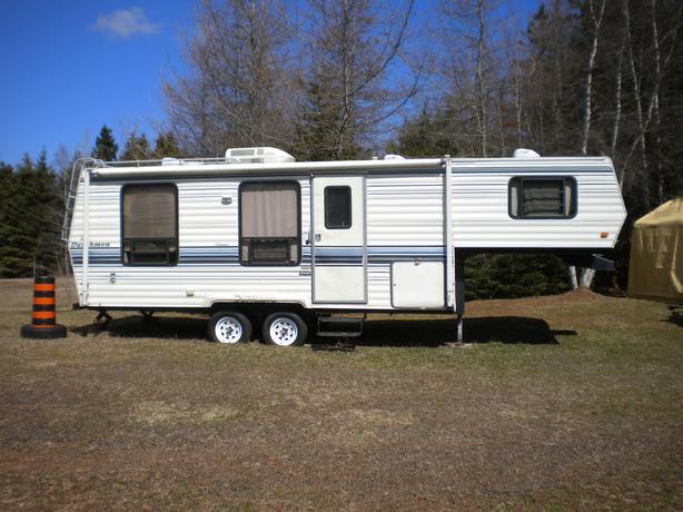 5th Wheel Dutchman camper