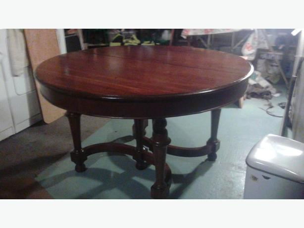 Victorian Walnut Table with carved legs and 4 chairs