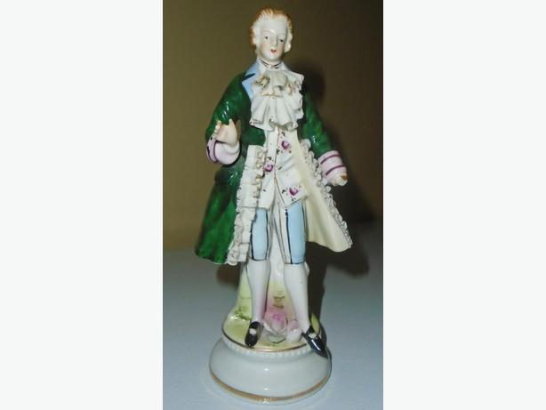 VINTAGE 1950-60's PORCELAIN CERAMIC HAND PAINTED MALE FIGURINE