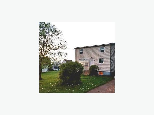 423 Palmer St, Summerside, PEI House For Rent