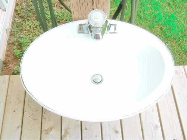 Bathroom Sink & 2 sets of Taps