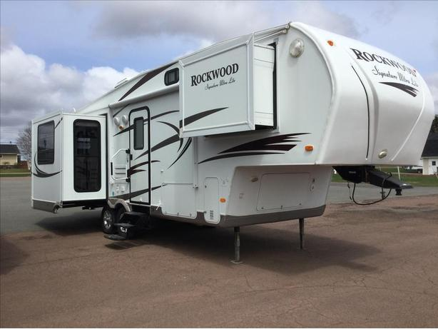 2010 FOREST RIVER ROCKWOOD SIGNATURE ULTRA LITE 8265WS
