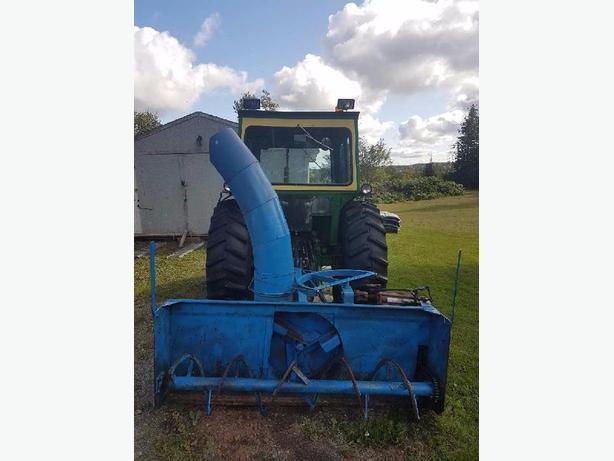 John Deere tractor/snow bllwer/front end loader