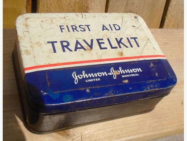 VINTAGE 1940-50's JOHNSON & JOHNSON FIRST AID TRAVELKIT TIN