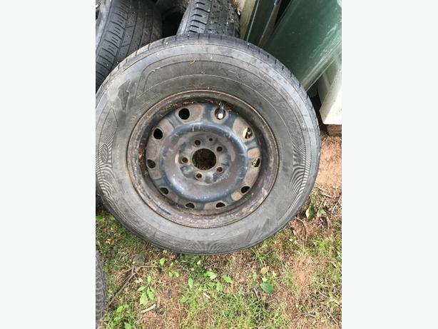Dodge Caravan Goodyear Assurance Tires & Rims M+S 215/ 70R15