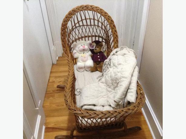 Wicker rocking cradle
