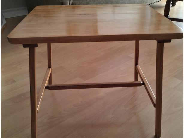 VINTAGE SOLID WOOD CHILD'S PLAY TABLE